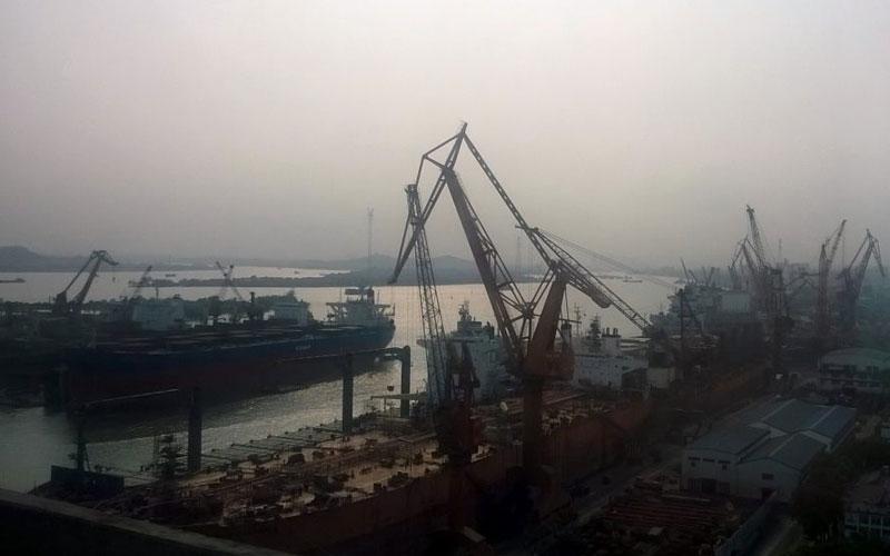 Guangzhou es el cuarto puerto más ocupado de China con un tráfico de 21.8 millones de TEU