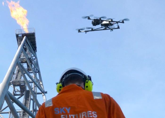 Figura 1. Los drones son elemento clave en seguridad industrial para oil & gas