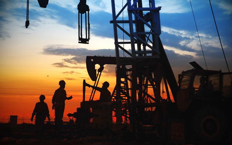 El aumento ocurren en medio de la caída de los precios del petróleo